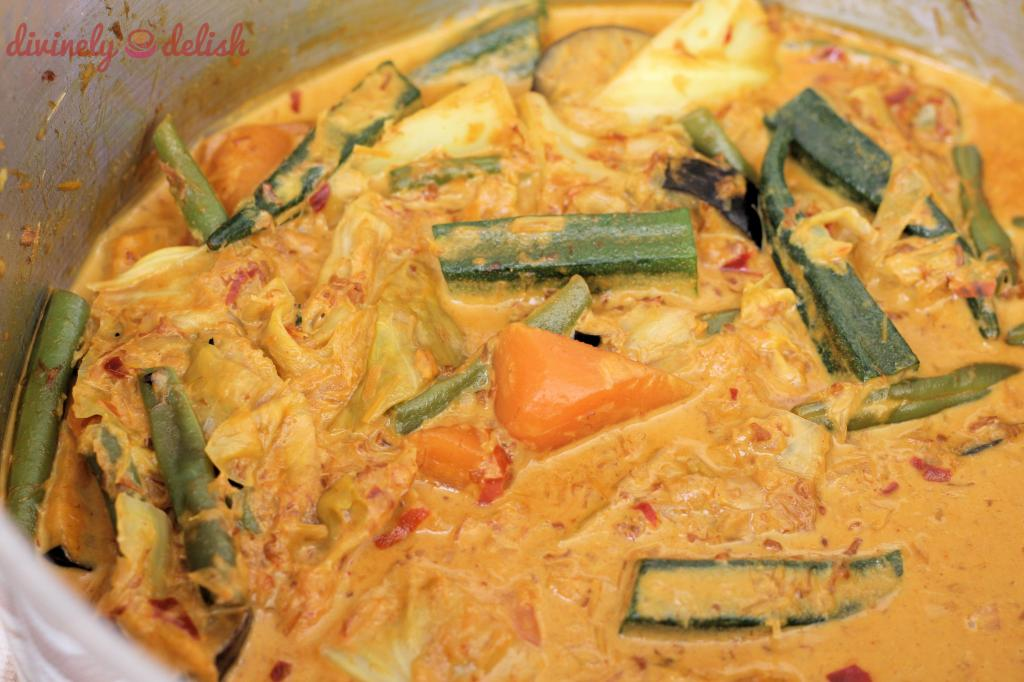 Cooking vegetable curry